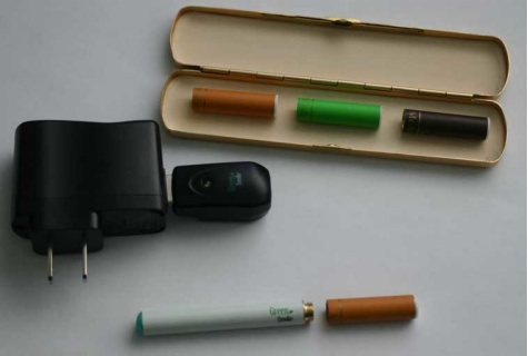 battery-cartridges-case-and-charger-1